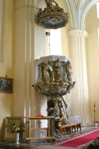 Wnętrze zabytkowego kościoła